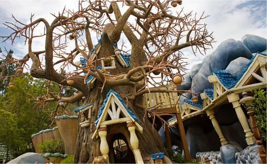 Chip_n_dale_tree_house Toon Town - Disneyland